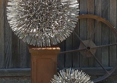 small-allium-ball-nature-in-metal